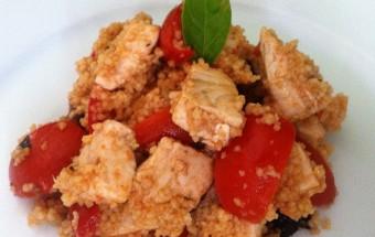 Cus cus di pesce spada con pomodorini, capperi e olive