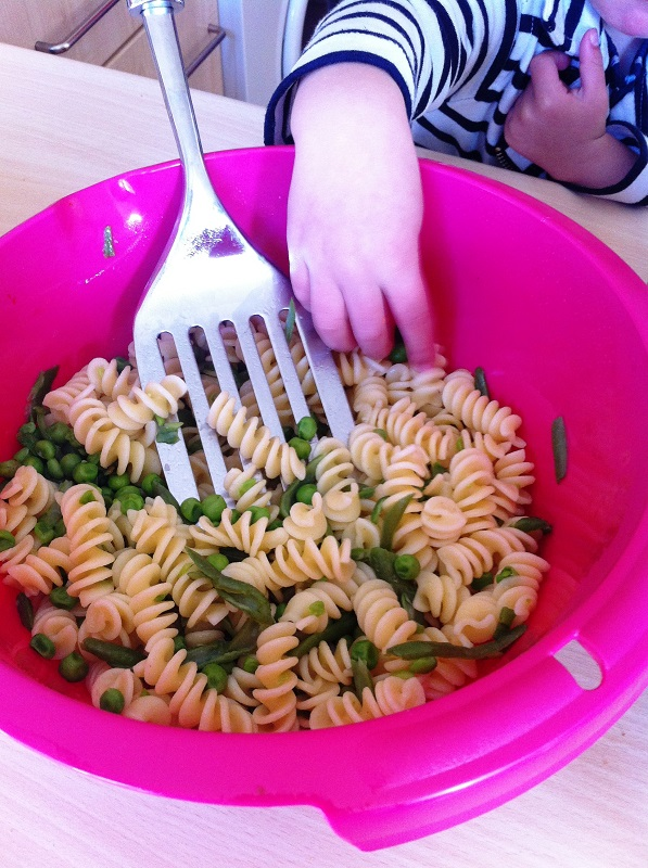 Insalata di pasta fredda vegetariana