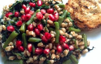 Insalata calda di farro spinaci e fagiolini biologici