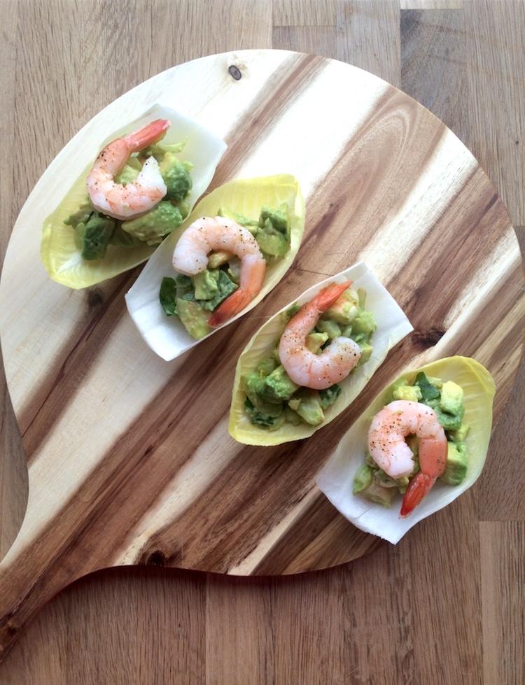 Antipasto con gamberetti e avocado finger food